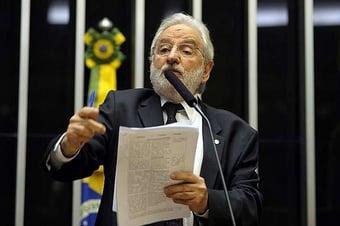 """IMAGEM: """"Corrupção é o negócio da família"""" Bolsonaro, diz deputado do PSOL"""