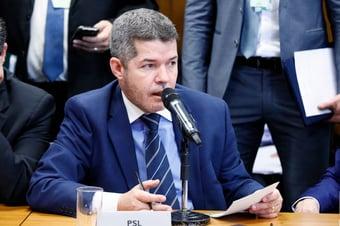 """IMAGEM: Delegado Waldir: """"Essa PEC vai criar intocáveis"""""""