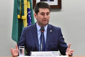 IMAGEM: Deputado do PP anuncia saída da política