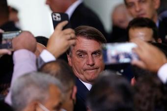 IMAGEM: Assessores de Bolsonaro descobrem que recorde de mortes não é bom