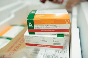 IMAGEM: Butantan considera aplicação de terceira dose da Coronavac