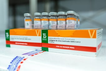 IMAGEM: Covid: Senado aprova PEC que proíbe cobrar impostos sobre vacinas por 3 anos