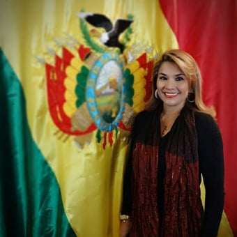 IMAGEM: Ex-presidente boliviana tenta suicídio na prisão