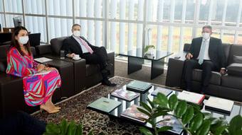IMAGEM: Lira discute reforma política com Barroso e leva relatora da PEC da impunidade