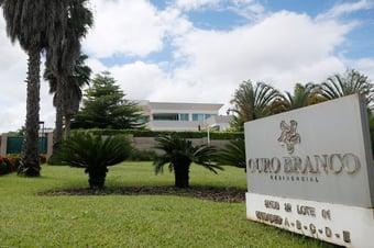 IMAGEM: Justiça nega pedido para suspender financiamento da mansão de Flávio Bolsonaro