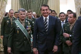 IMAGEM: O preferido de Bolsonaro está fora da lista do Exército