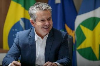 IMAGEM: Governador do MT compra 1,3 milhão de livros paradidáticos na pandemia