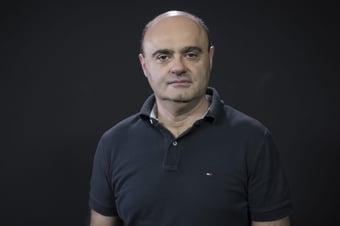 """IMAGEM: Mario Sabino, na Crusoé: """"Profanação"""""""