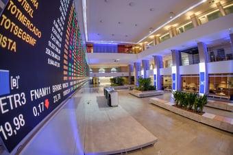 IMAGEM: Com pressões do exterior, Bolsa cai 2,22% e dólar sobe 1,44%