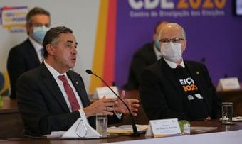 IMAGEM: Barroso e Fachin vacinados