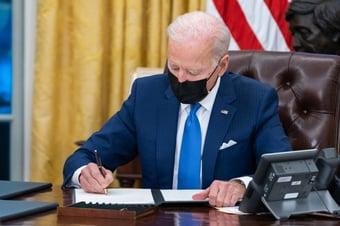 IMAGEM: Biden rejeita manter sigilo imposto por Trump a arquivos sobre invasão do Capitólio