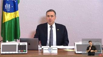 """IMAGEM: Barroso se diz """"extremamente feliz"""" com fala de Bolsonaro elogiosa ao voto eletrônico"""