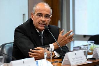IMAGEM: Ex-ministro da Saúde pede que TCU investigue presidente do CFM