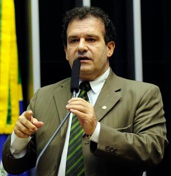 IMAGEM: Deputado propõe barrar candidatos não vacinados em 2022