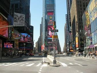 IMAGEM: Mulheres e criança são atingidas por tiros na Times Square, em NY