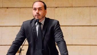 IMAGEM: Oito ex-funcionários de Carluxo tinham ocupações incompatíveis com trabalho de assessor, diz MP-RJ