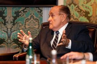 IMAGEM: Justiça suspende licença de Rudy Giuliani para advogar
