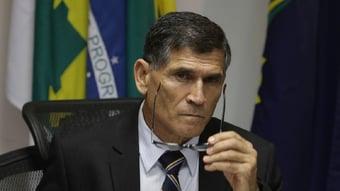 IMAGEM: 'Eleição não é um assunto da Defesa', diz Santos Cruz, sobre ameaça de Braga Netto