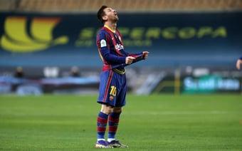 IMAGEM: Barcelona anuncia saída de Messi