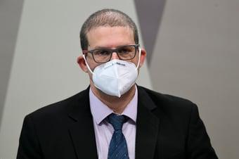 """IMAGEM: """"Se a ideia era proteger a economia, a 1ª coisa a ser feita seria controlar a pandemia"""""""