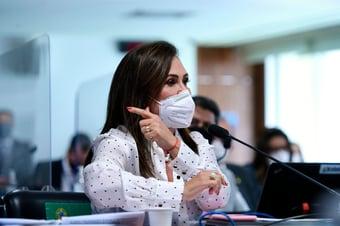 """IMAGEM: Kátia Abreu: decisão sobre Pazuello """"reflete as pressões políticas do momento"""""""