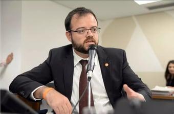 IMAGEM: Novo expulsa 'Bartô do Novo'