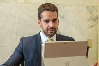 """IMAGEM: Eduardo Leite: """"Vamos colocar a Terceira Via no segundo turno"""""""