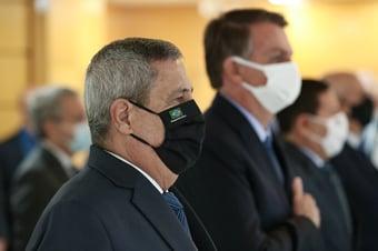 IMAGEM: Braga Netto aceitou medidas impostas por Bolsonaro, diz Renan