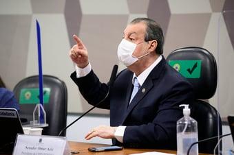 """IMAGEM: Aziz diz que Bolsonaro pode """"chamar Temer para fazer nota de desculpas por causa de Barros"""""""