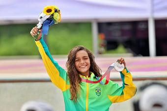 IMAGEM: Deputado defende trabalho infantil ao festejar medalha de prata de Rayssa