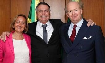 IMAGEM: 'Não posso receber?', questiona Bolsonaro, sobre neta de ministro de Hitler