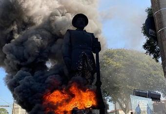 IMAGEM: Justiça de SP manda prender 3 suspeitos de incendiar estátua de Borba Gato