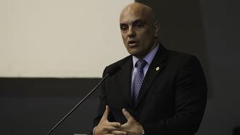 IMAGEM: Moraes libera decisão que revogou prisão de blogueiro bolsonarista