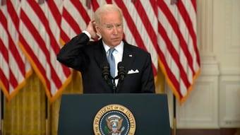 IMAGEM: Resumo da fala de Biden: ele dá uma banana para o Afeganistão