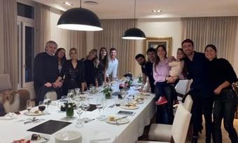 IMAGEM: Fernández admite festa na quarentena e põe culpa na primeira-dama