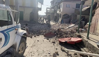 IMAGEM: Número de mortos por terremoto no Haiti ultrapassa 2.200
