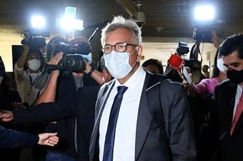 IMAGEM: Presidente de instituto bolsonarista se recusa explicar relação com Elcio Franco