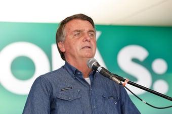 IMAGEM: Bolsonaro passa por posto médico antes de viajar ao Rio