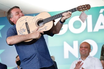 IMAGEM: As armas de Bolsonaro
