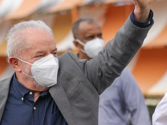 IMAGEM: Petistas são proibidos de entrar com celular em encontro com Lula