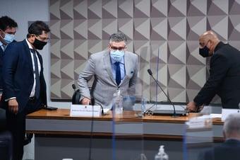 IMAGEM: Senadores ameaçam diretor do FIB Bank de prisão