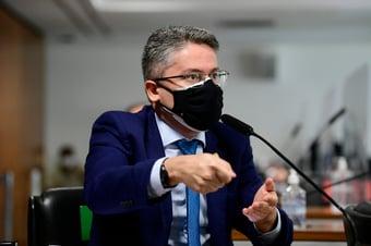 """IMAGEM: """"A cada sessão, ele reitera a mentira aqui"""", diz Vieira, sobre Marcos Rogério"""