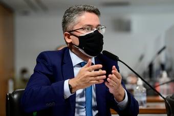 IMAGEM: Alessandro Vieira pede que CPI envie ao STF mentira de Bolsonaro sobre vacina e Aids