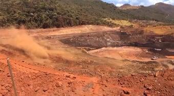 IMAGEM: Barragem da Itaminas se rompe em Sarzedo, MG