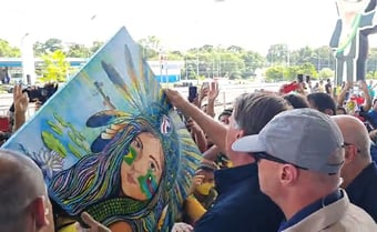 IMAGEM: Jair Bolsonaro desembarca em Manaus