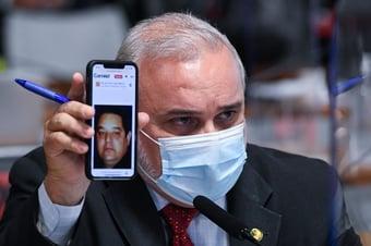 IMAGEM: Senadores questionam ligação de reverendo com 'superman' brasileiro