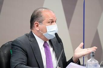 IMAGEM: Barros apresenta notícia crime contra Renan por denunciação caluniosa