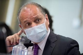 IMAGEM: MPF pede bloqueio de bens de Barros por compra de remédio não entregue