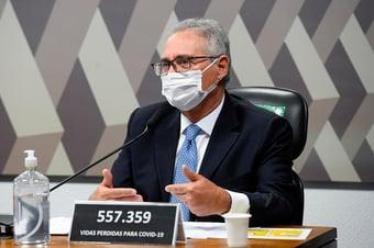 IMAGEM: Renan diz que Bolsonaro e Carlos comandaram organização especializada em fake news