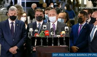 """IMAGEM: """"Não há mais laboratórios buscando o Brasil"""", diz Barros, em coletiva"""